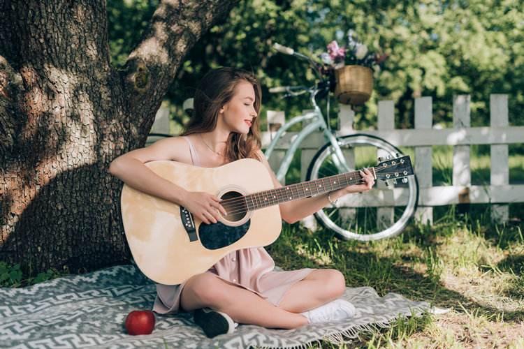 长沙市萨伽saga吉他多少钱入手比较好-蚂蚁乐器批发